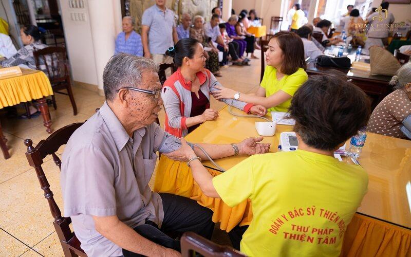 Tết trọn yêu thương cùng với DIVA GROUP khám bệnh miễn phí cho người nghèo 3